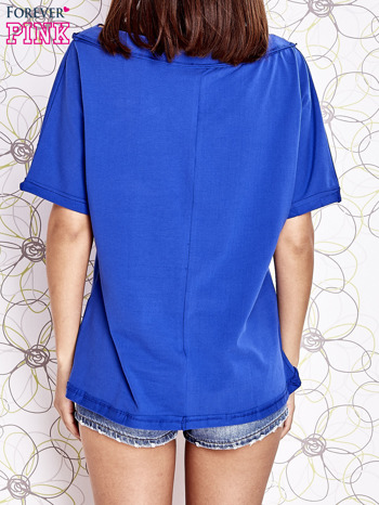 Kobaltowy t-shirt z dekoltem w łódkę                                  zdj.                                  4