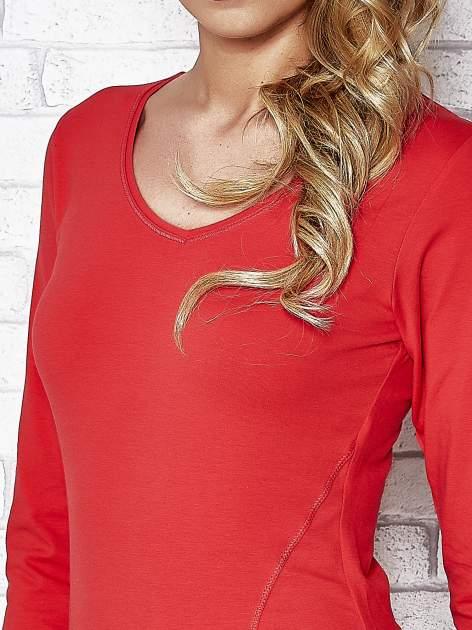Koralowa bluzka sportowa z dekoltem V                                  zdj.                                  5
