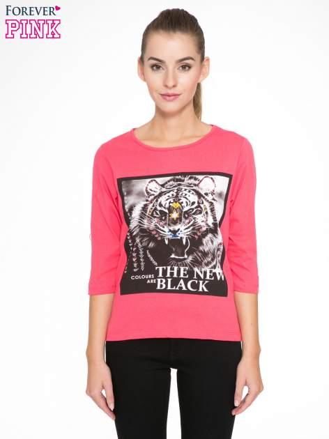 Koralowa bluzka z nadrukiem tygrysa i napisem THE NEW COLOURS ARE BLACK                                  zdj.                                  1
