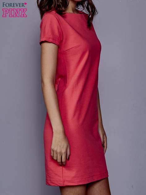 Koralowa sukienka dresowa o prostym kroju                                  zdj.                                  3