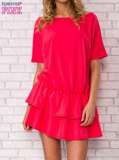 Koralowa sukienka dresowa z podwójną falbaną                                  zdj.                                  1