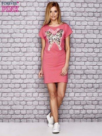 Koralowa sukienka z cekinowym motylem                                  zdj.                                  4
