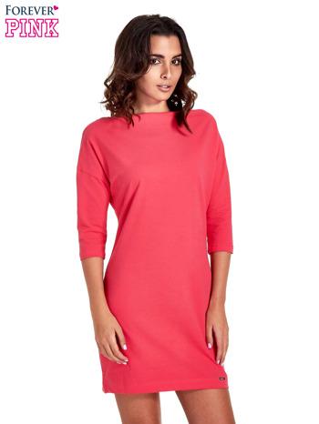 Koralowa sukienka z dekoltem w łódkę                                  zdj.                                  1