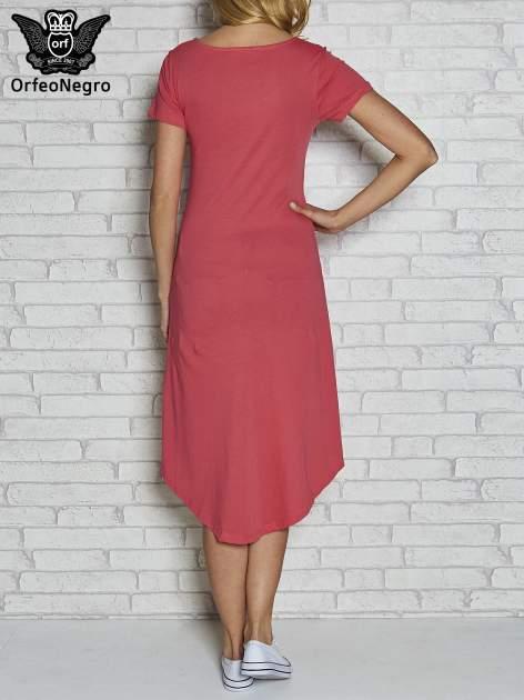 Koralowa sukienka z dłuższym tyłem i napisem SHAKE!                                  zdj.                                  4