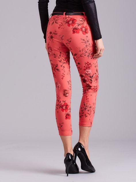 Koralowe spodnie w kwiaty                              zdj.                              3