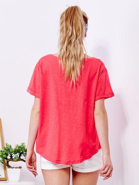 Koralowy t-shirt basic z podwijanymi rękawami                              zdj.                              2