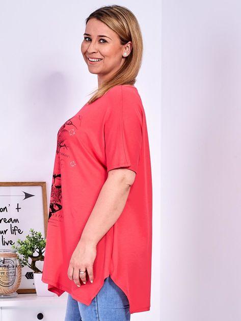 Koralowy t-shirt damski w motyle PLUS SIZE                              zdj.                              5