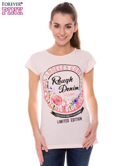 Koralowy t-shirt z dziewczęcym nadrukiem ROUGH DENIM