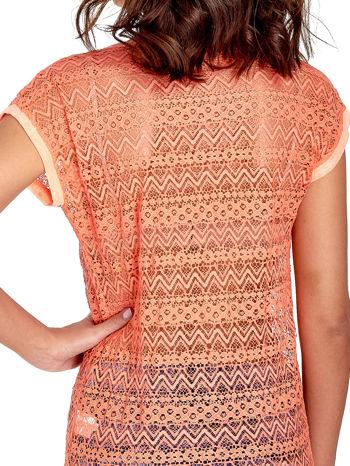 Koralowy t-shirt z koronkowym tyłem i dżetami                                  zdj.                                  6