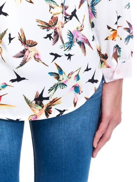 Koszula w kolibry z różowym kołnierzykiem, mankietami i listwą                                  zdj.                                  6