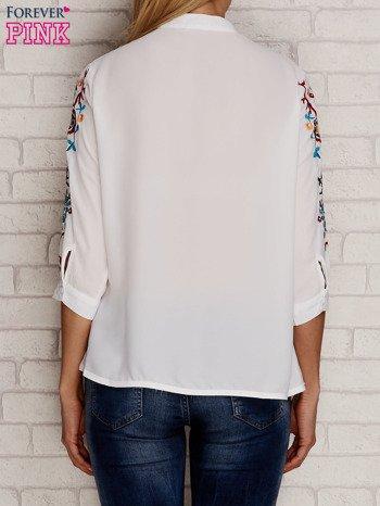 Koszula z drapowaniem i folkowym haftem na rękawach biała                                  zdj.                                  2