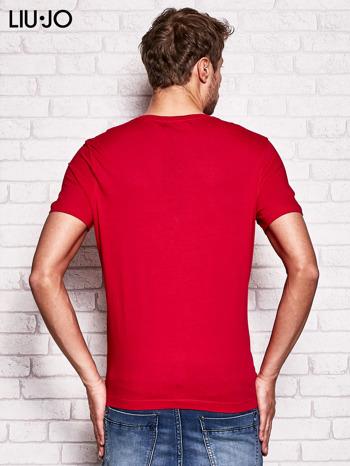 LIU JO Ciemnoczerwony t-shirt męski z motylem                                  zdj.                                  2