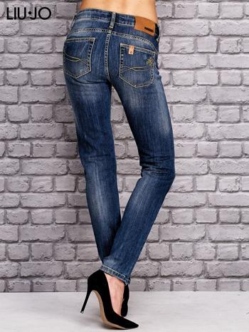 LIU JO Ciemnoniebieskie spodnie jeansowe z prostą nogawką                                  zdj.                                  3