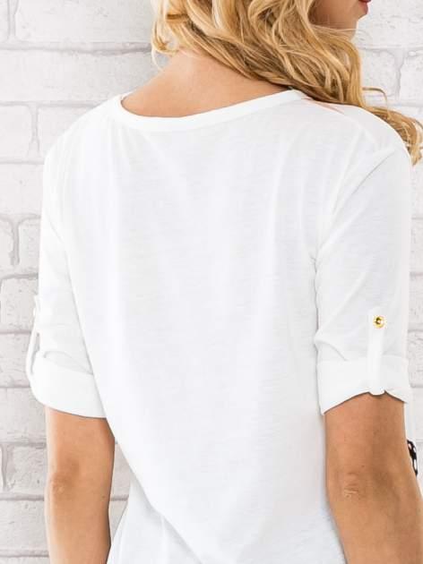Łososiowa bluzka w pasy z motywem motyli                                  zdj.                                  5