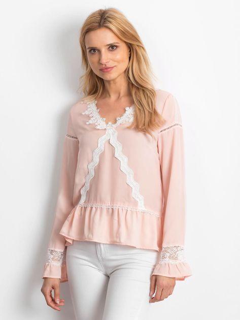 Łososiowa szyfonowa bluzka z koronkowymi wstawkami                              zdj.                              1