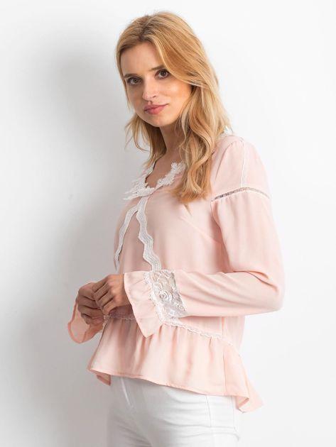 Łososiowa szyfonowa bluzka z koronkowymi wstawkami                              zdj.                              2
