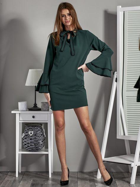 Luźna sukienka z wiązanym chokerem ciemnozielona                              zdj.                              4
