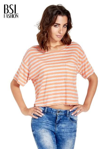 Luźny krótki t-shirt z kieszonką w pomarańczowe paski