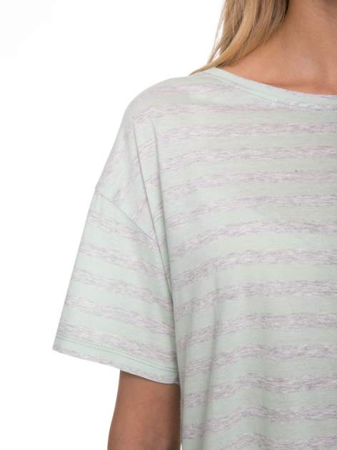 Luźny krótki t-shirt z kieszonką w zielone paski                                  zdj.                                  7