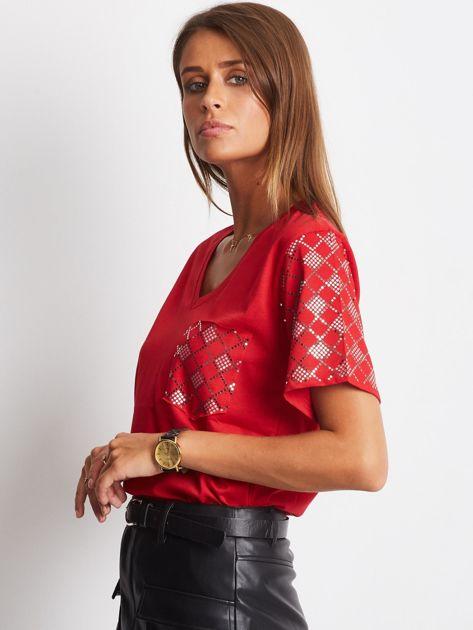 Luźny t-shirt V-neck z błyszczącymi cekinami czerwony                              zdj.                              2