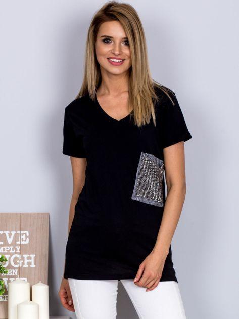 Luźny t-shirt V-neck z kieszenią z cyrkonii czarny                              zdj.                              1