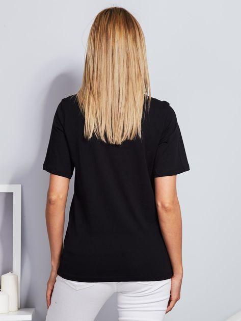 Luźny t-shirt z cekinowymi ustami czarny                              zdj.                              2