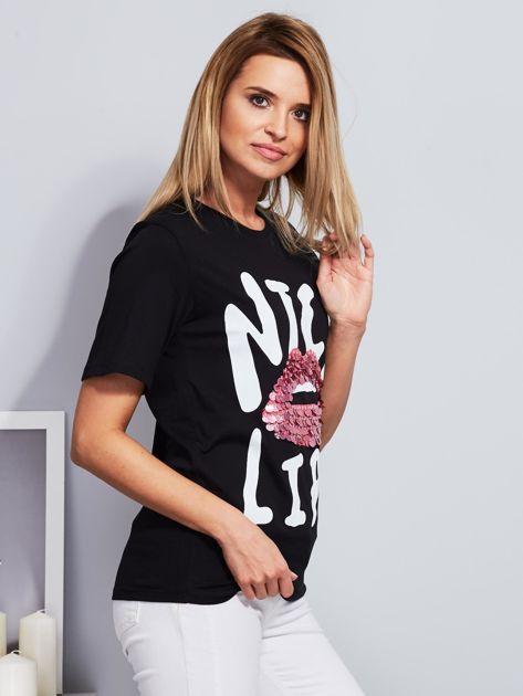 Luźny t-shirt z cekinowymi ustami czarny                              zdj.                              5
