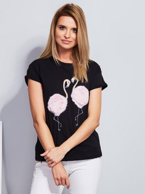 Luźny t-shirt z futrzanymi flamingami czarny                                  zdj.                                  1