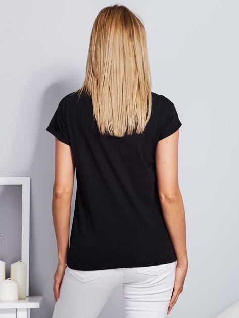 Luźny t-shirt z futrzanymi flamingami czarny                                  zdj.                                  2