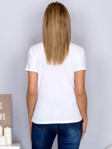 Luźny t-shirt z futrzanymi ustami biały                                  zdj.                                  2