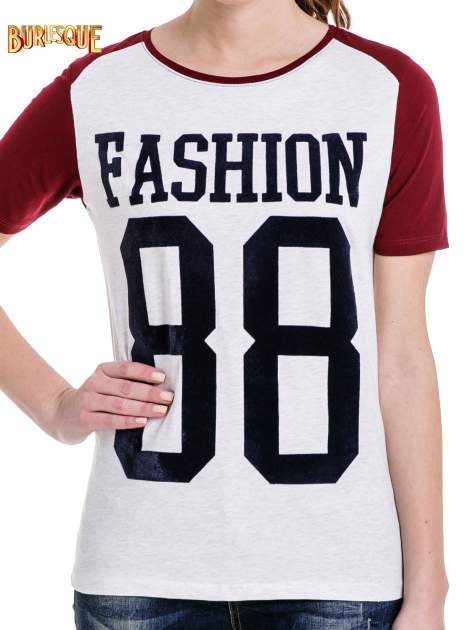 Melanżowo-bordowy t-shirt z nadrukiem FASHION 88                                  zdj.                                  5