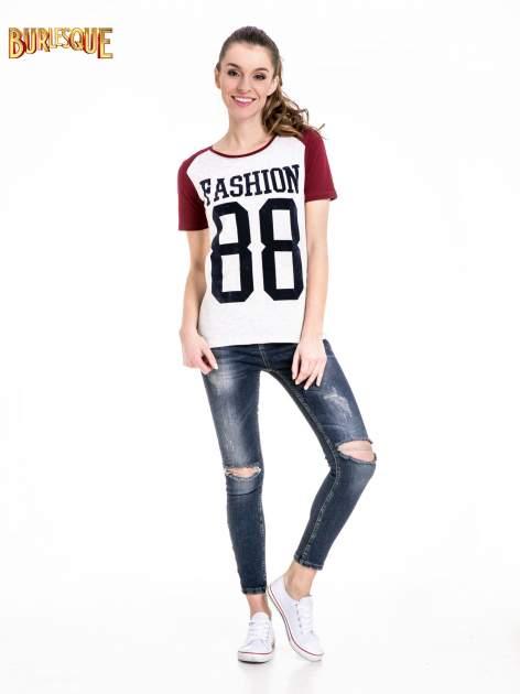 Melanżowo-bordowy t-shirt z nadrukiem FASHION 88                                  zdj.                                  2