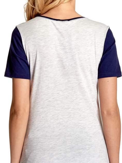 Melanżowo-granatowy t-shirt z nadrukiem FASHION 88                                  zdj.                                  6