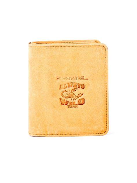 Miękki skórzany portfel camelowy z tłoczeniem                              zdj.                              1