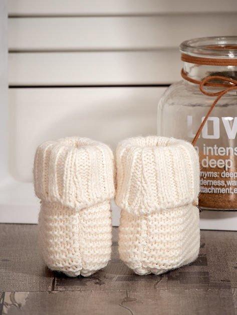 Miękkie buciki dziewczęce z ozdobnymi serduszkami ecru                              zdj.                              2