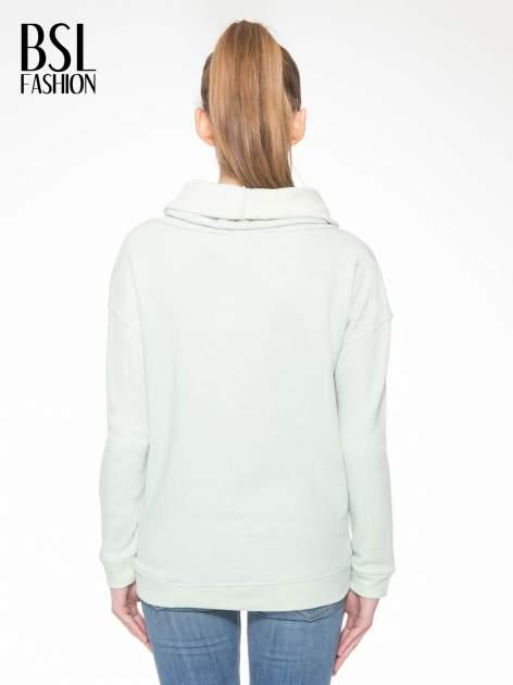 Miętowa długa bluza ze ściąganym kapturokominem                                  zdj.                                  4