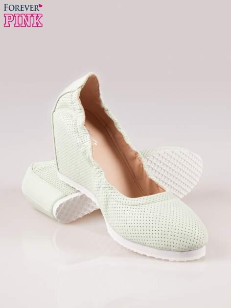 Miętowe siateczkowe buty textile Magical na koturnie                                  zdj.                                  4