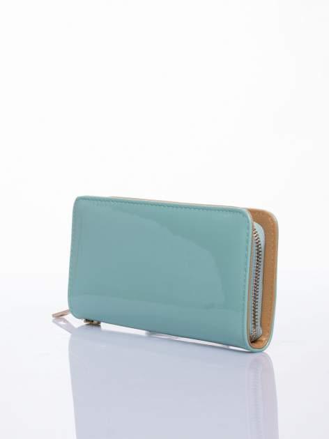 Miętowy lakierowany portfel z odpinanym złotym łańcuszkiem                                  zdj.                                  2