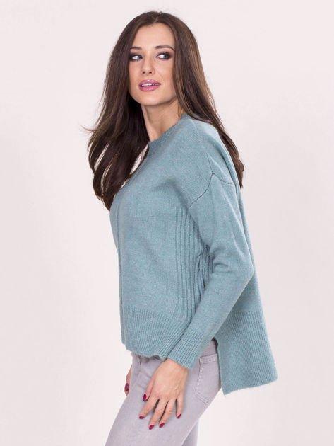 Miętowy sweter z dłuższym tyłem                              zdj.                              3