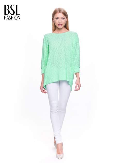 Miętowy sweter z rozcięciem na plecach                              zdj.                              2