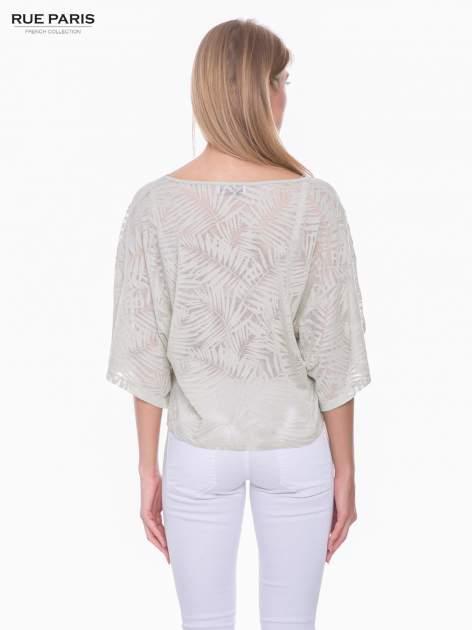 Miętowy t-shirt w transparentny nadruk palm o kimonowym kroju                                  zdj.                                  3