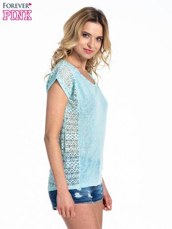 Miętowy t-shirt z koronkowym tyłem i dżetami                                  zdj.                                  2