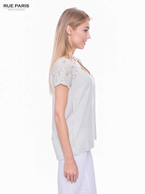 Miętowy t-shirt z koronkowymi rękawami i szyfonowym tyłem                                  zdj.                                  2