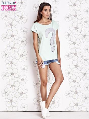 Miętowy t-shirt z nadrukiem znaku zapytania                                  zdj.                                  2