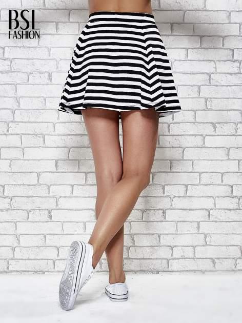 Mini spódnica skater w biało-czarne paski                                  zdj.                                  4