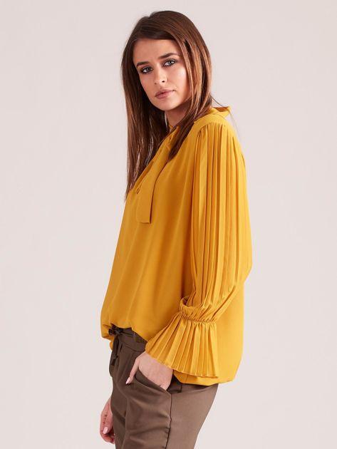Musztardowa bluzka z plisowanymi rękawami                              zdj.                              3