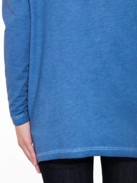 Niebieska bluza z koronkową wstawką na plecach                                  zdj.                                  8