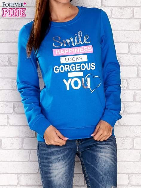 Niebieska bluza z napisem SMILE HAPPINESS LOOKS GORGEOUS ON YOU                                  zdj.                                  1