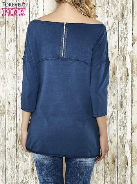Niebieska bluza ze złotym napisem i suwakiem                                  zdj.                                  3