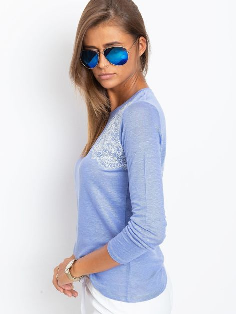 Niebieska bluzka z aplikacją                              zdj.                              3